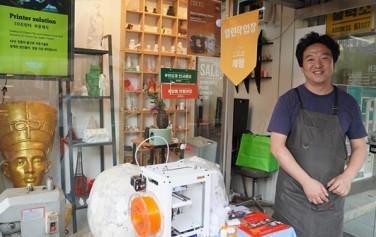열린작업장 '메이크 플러스'에서 만난 홍순걸 대표. 이곳에서 3D 프린팅을 무료로 체험해 볼 수 있었다.