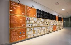 소재은행 벽면에 전시된 다양한 소재들