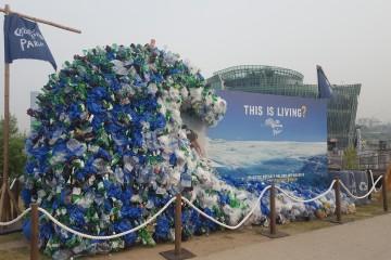 플라스틱 줄이기 캠페인 조형물