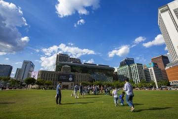 여름 주말 오후 서울광장