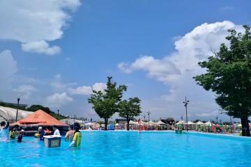 여의도 야외수영장에서 생존수영