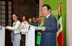 박원순 시장이 9일 멕시코시티 시청 기자회견장에서 열린 '서울-멕시코시티 간 전략적 호혜협력 강화를 위한 합의서 체결식'에서 인사말을 하고 있다