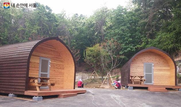 초안산 캠핑장 내에 조성된 통나무집 '캐빈하우스'
