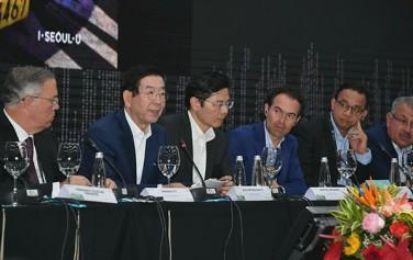 박원순 시장은 11일 콜롬비아 메데진 플라자 메이어에서 열린 '2019 세계도시 정상회의 시장포럼(WCS)'에 참석, 첫 번째 세션의 기조발표자로 나섰다.