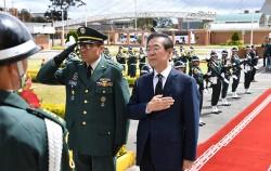 중남미를 순방 중인 박원순 시장은 15일 콜롬비아 보고타시 국방참모대학교 내 위치한 한국전 참전 기념탑에서 헌화, 묵념했다.