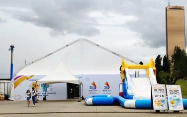 여의도한강공원 수상택시 구역에 설치된 '미니체전' 대형 텐트 행사장
