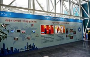 시청 로비 앞에 세워진 참여예산 홍보물