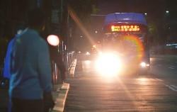 서울시는 이용객들의 편의를 위해 심야버스를 운행하고 있다