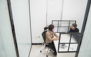서울시50플러스재단의 50+상담센터. 50+상담센터에서는 50+세대의 인생설계 7대 영역(일‧가족‧사회적관계‧사회공헌‧건강‧여가‧재무)에 대해 동년배 컨설턴트가 1:1 상담 서비스를 제공하고 있다.