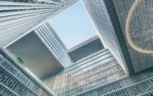 건축물 자체가 예술 작품이 될 수 있다는 공식을 보여준 아모레퍼시픽 본사.