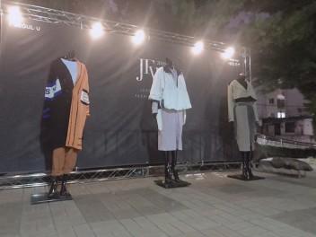 중랑 패션위크 입구. 업사이클링 의류가 전시되어 있다.