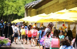 서울시는 9월 20일~11월 1일 매주 금·토 한강 뚝섬유원지에서 '인서울 마켓'을 개최한다. 사진은 사회적경제 장터인 '덕수궁 페어샵'