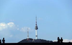 서울시가 9월 21일 오후 2시 30분 서울광장에서 '미세먼지 시즌제 도입을 위한 시민 대토론회'를 연다