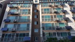 서울시 송파구에 위치한 아파트에 태양광발전소가 설치되어 있는 모습