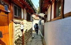 한옥 사이로 좁은 서촌 골목길, 서울시는 왜 추천하는 걸까