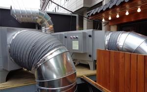 직화구이 음식점 1층에 설치된 악취방지시설(전기집진기)