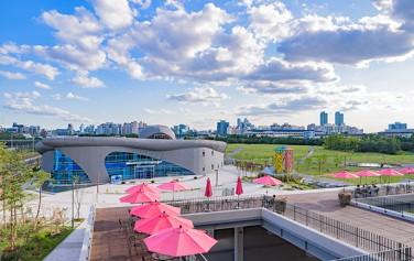 서울하수도과학관에서 11월 29일부터 내년 3월 29일까지 '미생물의 방' 전시가 진행된다.