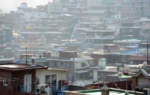 서울시내 '단독주택 재건축' 사업에서 세입자 보상대책이 마련된 최초 사례가 나왔다.