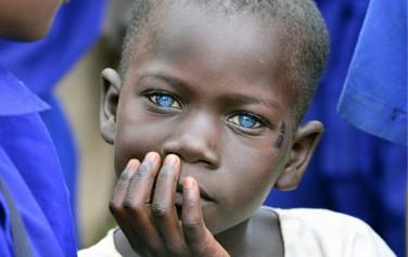 우간다에서 만난 신비로운 눈을 가진 아이