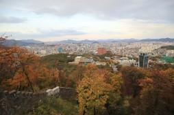 나무계단길 전망대에서 바라보는 서울 도심과 남산의 가을