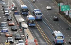서울 전역의 중앙버스전용차로 제한속도가 50~60km/h에서 50km/h로 하향된다.