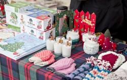 '모두의 성탄시장'에서는 겨울소품 및 액세서리를 구입할 수 있다.