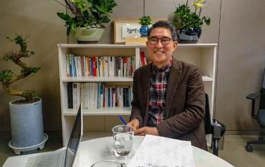 사회연대은행 김용덕 대표상임이사의 웃는 모습