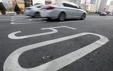 '안전속도 5030'정책은 도시부 도로는 50km/h, 동네도로는 30km/h로 속도를 제한하자는 내용을 담고 있다