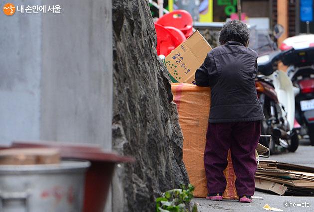서울시는 위기가구 발굴범위를 확대해 복지사각지대 해소에 힘쓴다