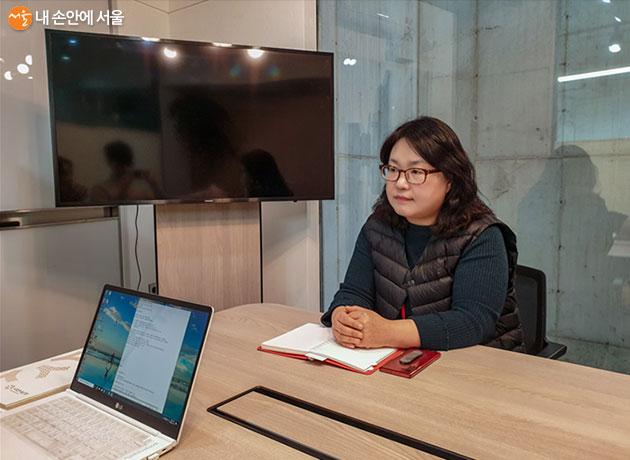 서울시와 함께한 희망광고에 대해 이야기해주는 전략본부/커뮤니케이션팀 허미영 팀장
