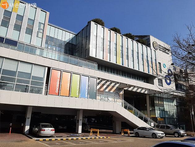 강동진로직업체험센터 상상팡팡은 강동구 자기주도학습지원센터 2층에 있다.