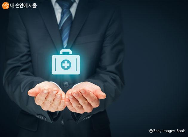 서울시는 1월 1일부터 '시민안전보험'을 시행, 안전사고로 피해를 입은 시민에게 보험금을 지급한다.