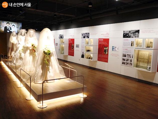 그 시대 유행했던 웨딩드레스와 결혼사진의 모습