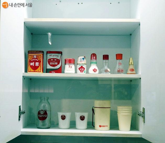 전시되어 있는 미원과 서울우유 제품