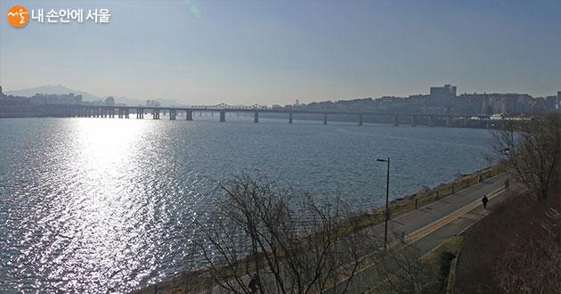 탁 트여 더욱 시원함이 느껴지는 한강변의 겨울 풍경