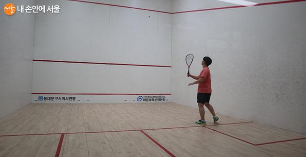 개인 강습도 해주는 스쿼시 센터