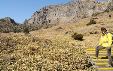 산 넘어 산...넘다보면 꽃길 만날 수 있겠지!