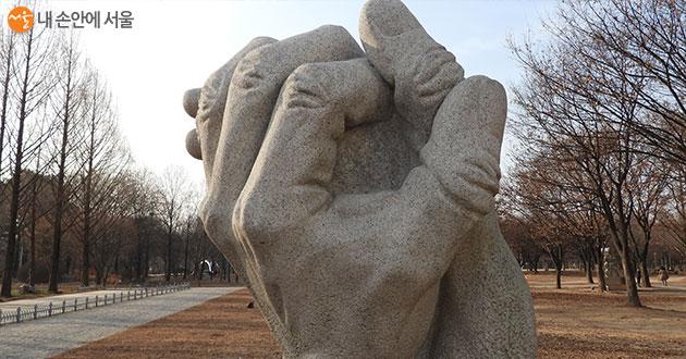 다양한 조각 작품으로 볼거리가 있는 서울숲