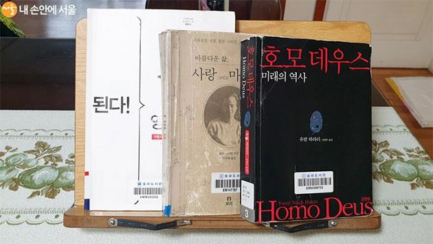 대출받은 책들이 슬기로운 집콕 생활을 도와줄 것이다