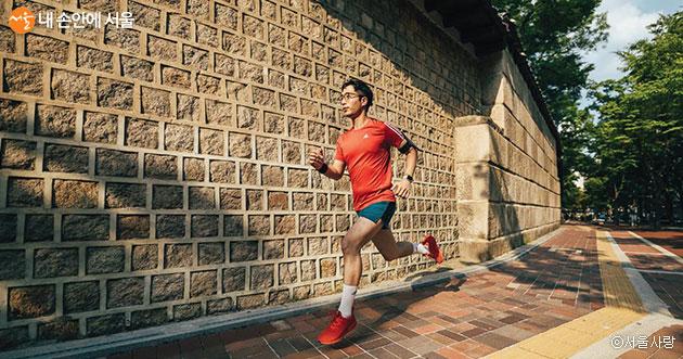 '서울을 달리는 100가지 방법' 등 서울 이야기를 담은 도서들을 소개한다
