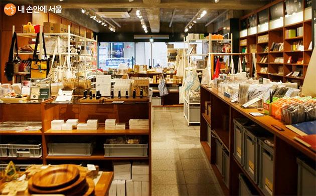 DDP 디자인장터에 있는 유어굿즈 매장 모습