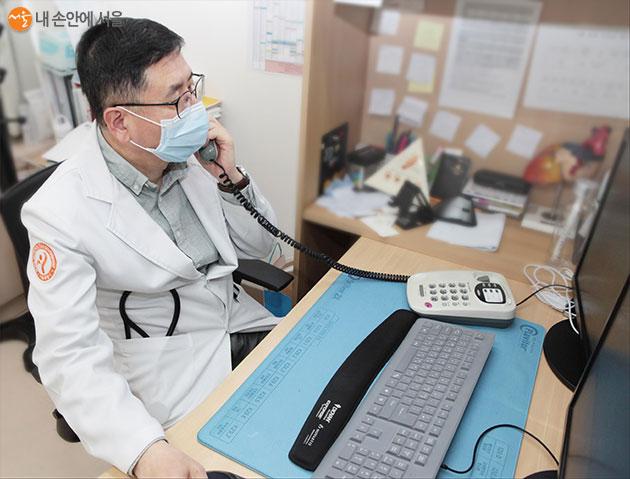 감염성 질환이라는 특수성을 고려해 정신건강의학과 전문의가 전화상담을 실시한다