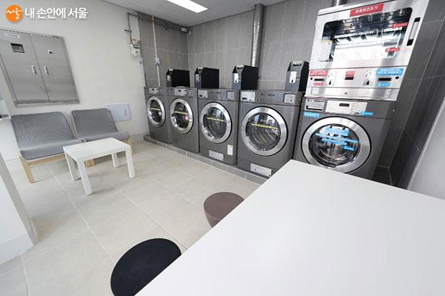 함께 사용하는 공용 공간인 코인세탁실