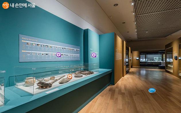 한성백제박물관 홈페이지에서는 '박물관 가상체험'을 통해 특별전, 상설전 등을 즐길 수 있다