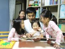 짧은 시간이라도 아빠가 자녀들을 위해 독서 혹은 작은 놀이라도 함께 해준다면 코로나19를 즐겁게 극복할수 있을것 같다.