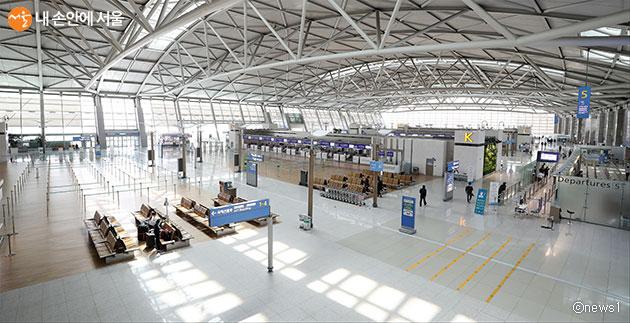 코로나19 여파로 한산한 인천공항