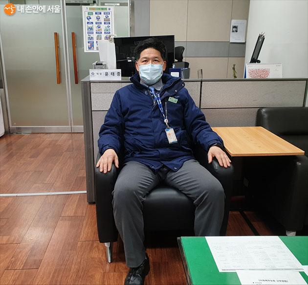 장승배기역의 윤태종 역장