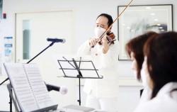 직접 병원을 찾아 환자와 의료진을 위해 연주회를 열었던 바이올리니스트 원형준