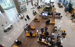 서울시는 1일부터 해외 입국자 전체를 자가격리 대상자로 정하고, 무단이탈이 확인되면 고발 조치키로 했다