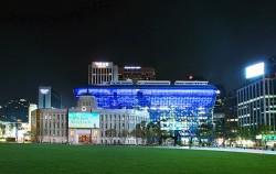 서울시는 4월 16일부터 한 달간 코로나19 의료진에 감사의 마음을 담아 '블루라이트 캠페인'을 진행한다.